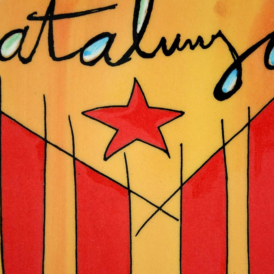 Detall de rajola amb estelada i Catalunya