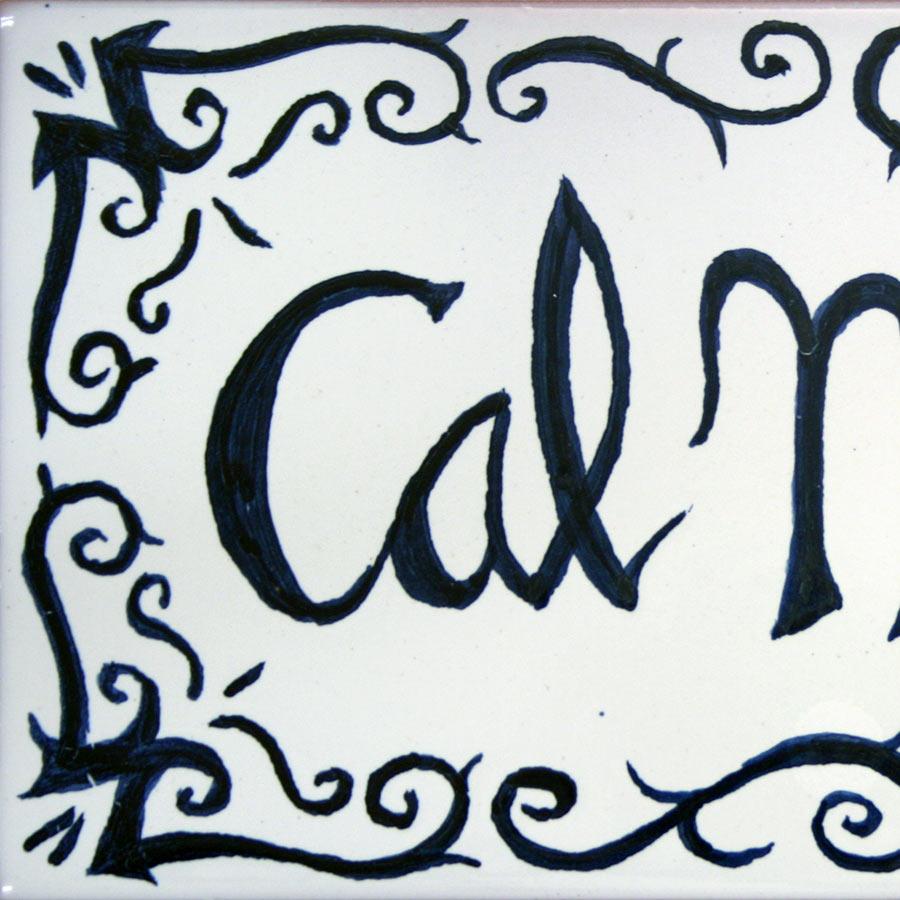 Detall del rètol de ceràmica amb nom elaborat