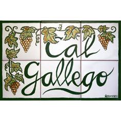 Rètol amb 'Cal Gallego' i dibuix elaborat