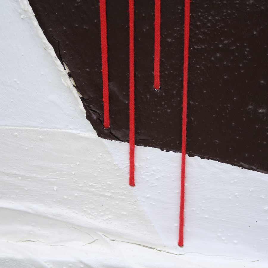 Detall de les 4 barres fetes amb fil roig