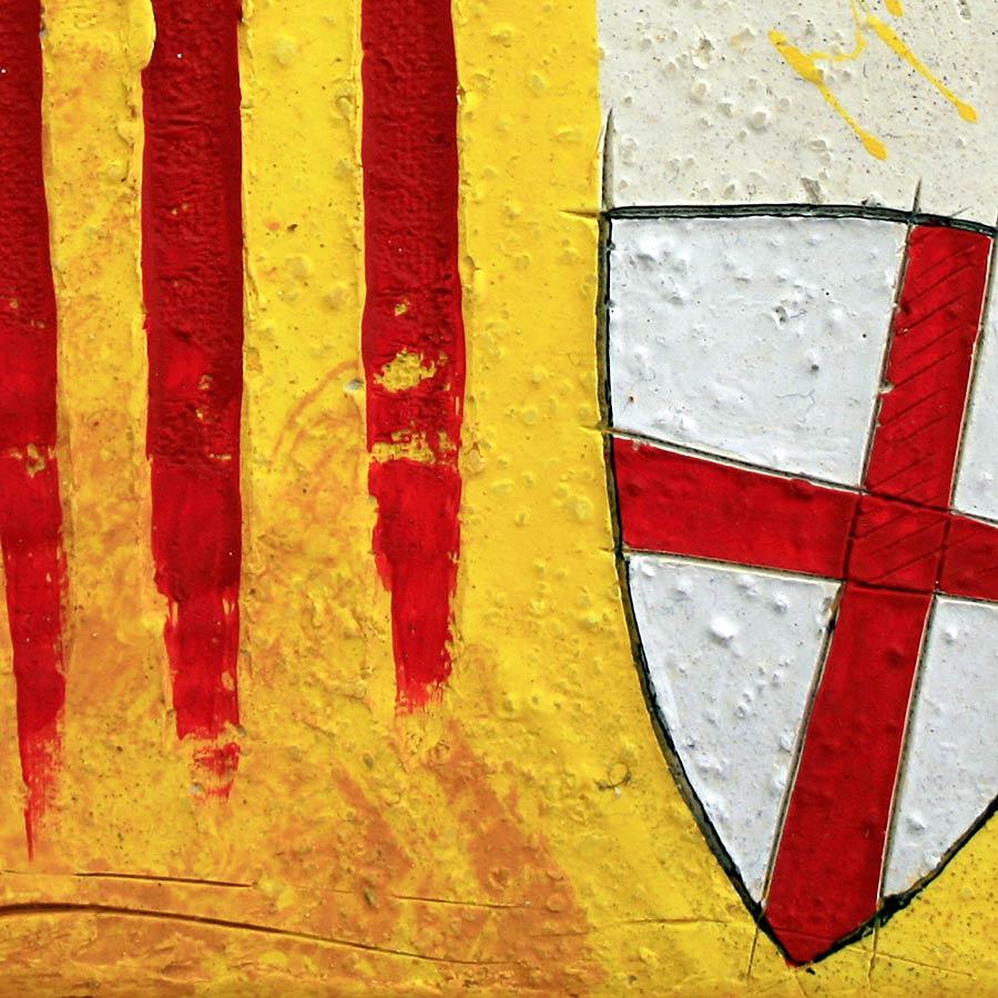 Detall del quadre amb senyera i escut de Sant Jordi