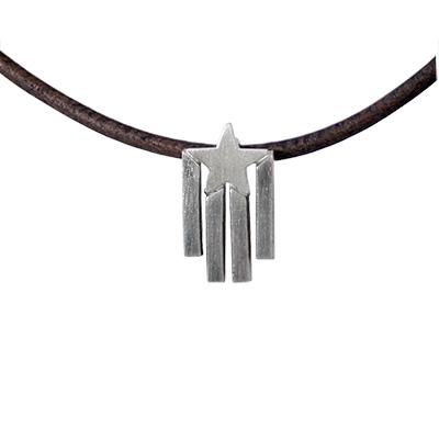 Collaret de cuir amb estelada retallada