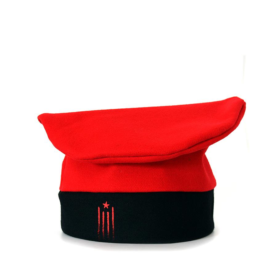 Barretina vermella amb estelada vista de costat